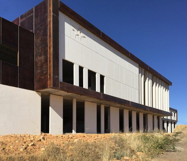 CONSTRUCTION OF A MULTIPURPOSE CULTURAL CENTRE AND YOUTH HOSTEL IN MORASVERDES (SALAMANCA)